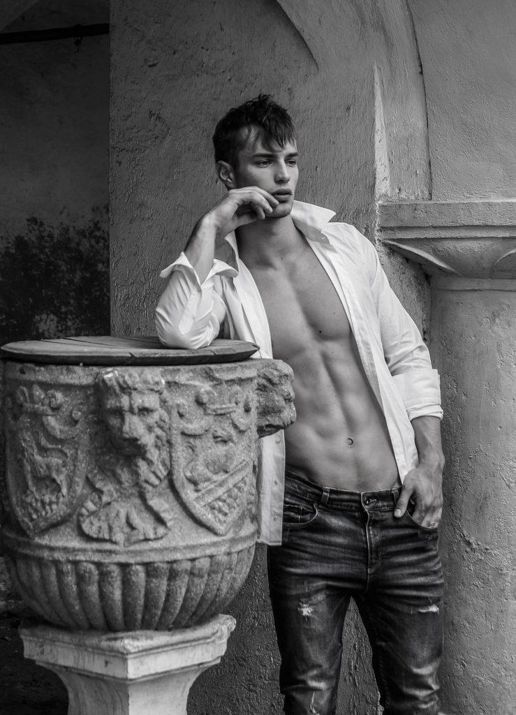 mann athletisch ästetisch weisses hemd - DH Fotoart.ch für Spezielles